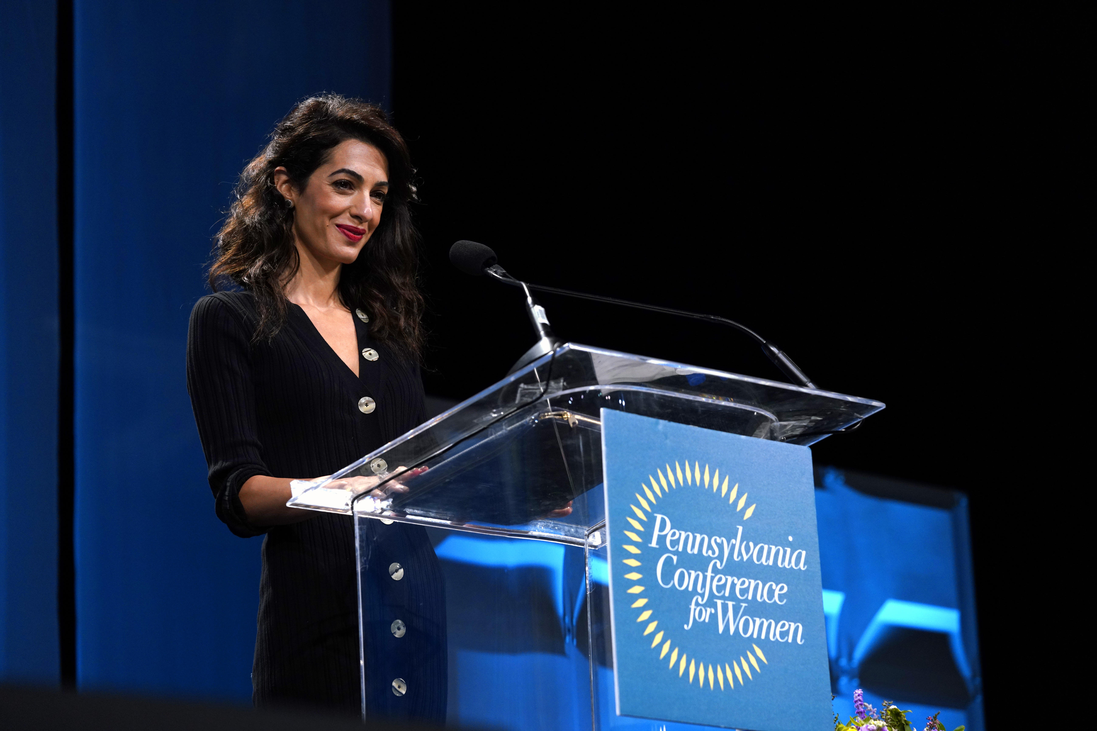 Amal Alamuddin-Clooney vestida de PAULE KA